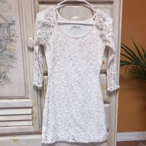 ABERCROMBIE & FITCH 3/4 SLEEVE LACE MINI DRESS